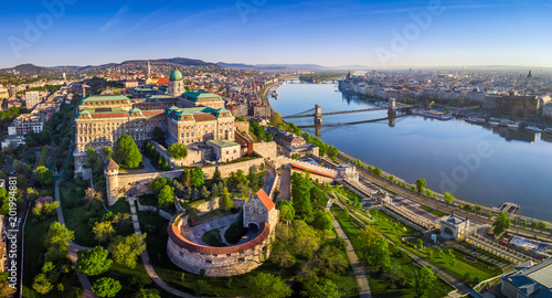Foto auf Gartenposter Budapest Budapest, Hungary - Aerial panoramic skyline view of Buda Castle Royal Palace with Szechenyi Chain Bridge, St.Stephen's Basilica, Hungarian Parliament and Matthias Church at sunrise with blue sky