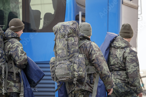 Fotografía  Military with backpacks out of the bus