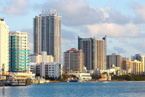 Plakat Budynki w North Beach i Mid Beach, Miami Beach, Floryda, USA