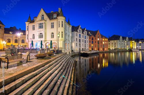 Foto auf Gartenposter Skandinavien Architecture of Alesund town at night in Norway