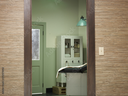 Fotografie, Tablou  Doorway in old-fashioned doctor's office