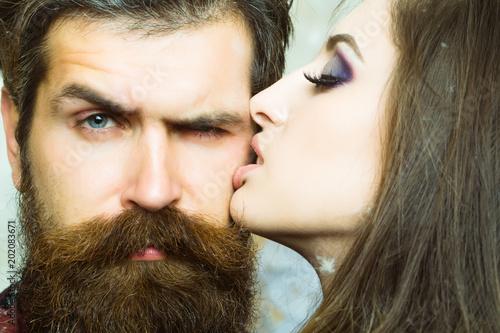 what kind of women like beards
