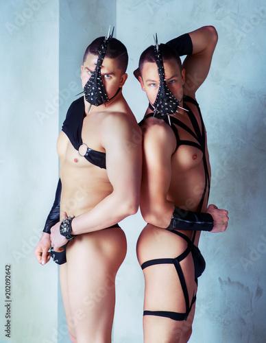 Fényképezés  two muscular striptease dancers