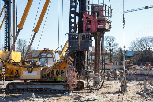 pile bore machine  A pile driver is a mechanical device used