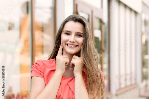 Valokuvatapetti woman smiling having showing dimples on cheeks