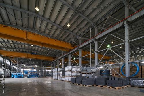 Papiers peints Les vieux bâtiments abandonnés Large Warehouse interior inside a Factory building. Industry manufacturing concept