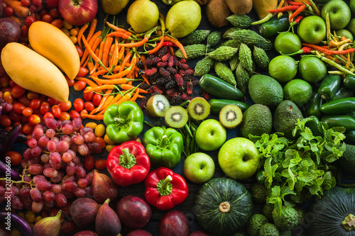 Cadres-photo bureau Cuisine Flat lay of fresh fruits and vegetables organic, Different fruits and vegetables for eating healthy, Colorful fruits and vegetables for healthy lifestyle