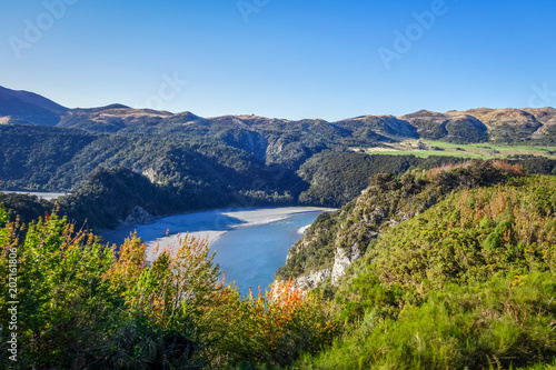 Poster Oceanië Mountain canyon and river landscape in New Zealand