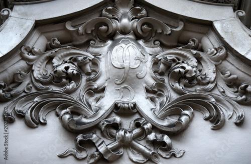 Obraz na plátně  Relief mit Initialen an der Fassade des Burlington House