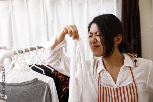 Fototapeta 家事をする主婦,女性