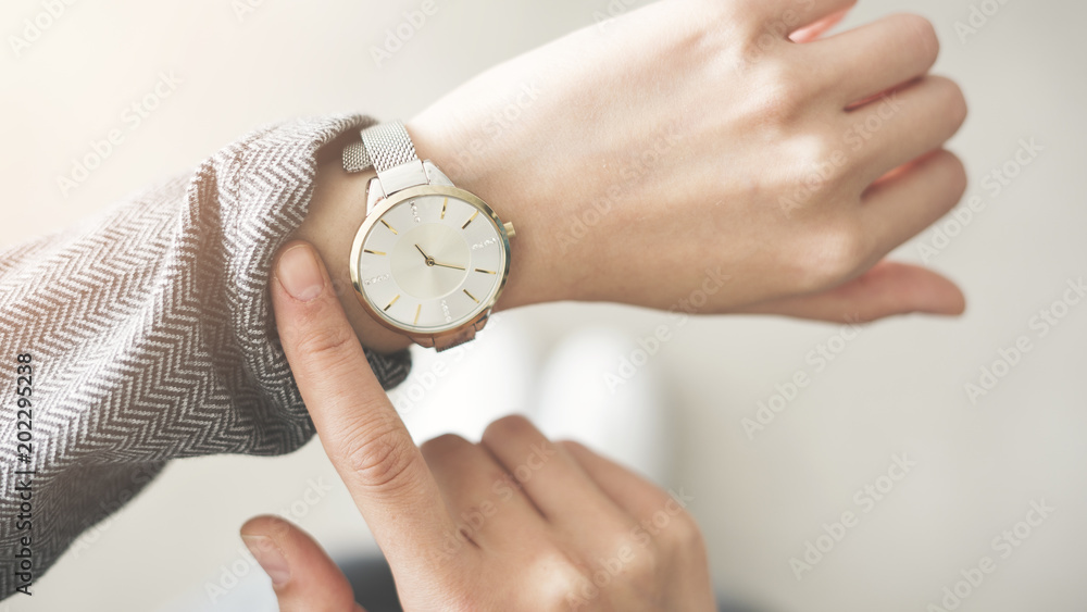 Fototapety, obrazy: Woman checking time her watch