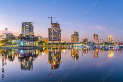 Photo Stands St. Petersburg, Florida, USA Skyline