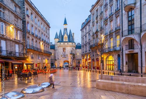 Place du Palais le soir à Bordeaux, Nouvelle-Aquitaine en France