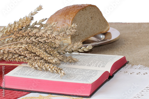 Photo Bread, wheat and open Bible