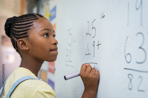 Obraz Girl solving mathematical addition - fototapety do salonu