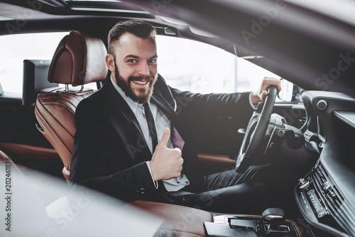 Fotografía  Businessman in car