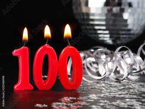 Fotografia  Red candles showing Nr