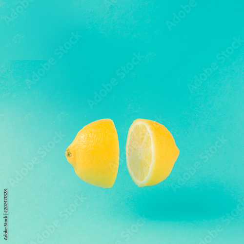Fotografia  Lemon cut in half on pastel blue background