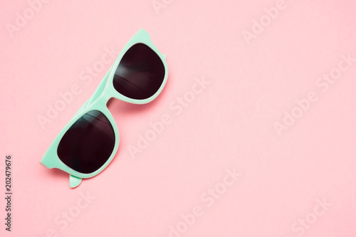 Fotografie, Obraz  Green pastel sunglasses isolated on punchy pink, top view