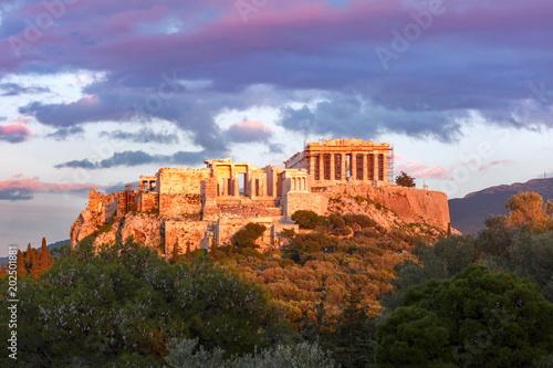 Plakat Widok z lotu ptaka Akropolu Wzgórze, koronowany z Partenonu o zachodzie słońca w Atenach, Grecja
