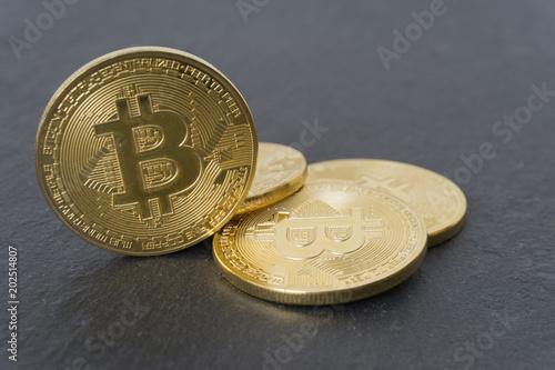 Bitcoin Münzen Auf Schieferplatte Kaufen Sie Dieses Foto Und