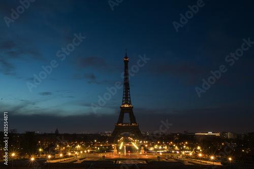 Keuken foto achterwand Eiffeltoren Pre-dawn at the Eiffel Tower in Paris, France