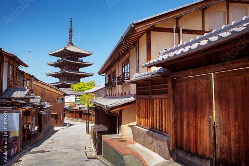 Cadres-photo bureau Kyoto View to Yasaka Pagoda in Kyoto, Japan. Shin Buddhism buildings in Southern Higashiyama