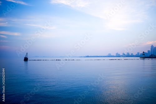 Photo  Cool blue minimalist Chicago skyline landscape