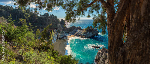 Fotobehang Kust A panoramic view of McWay falls along the Big Sur coast of California.