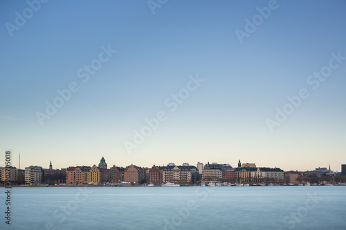 Photo  Beautiful scenic panorama of the Old City (Gamla Stan) cityscape pier architecture with historic town houses with colored facade in Stockholm, Sweden