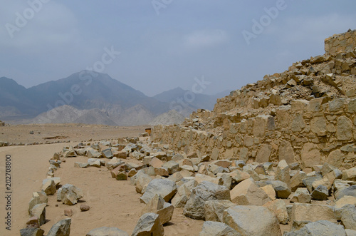 Deurstickers Oude gebouw Caral, a world heritage site in the northern deserts of Peru