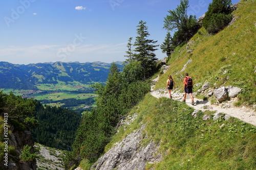 Obraz Wandern in den Alpen, Hochgebirge Bayern - fototapety do salonu