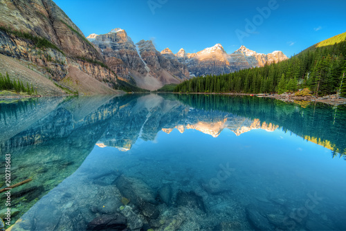 Moraine lake panorama in Banff National Park, Alberta, Canada Canvas-taulu