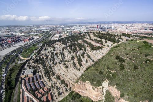 Keuken foto achterwand Begraafplaats Barcelona cityscape with Montjuic Cemetery in foreground. Aerial view seen from Montjuic hill.