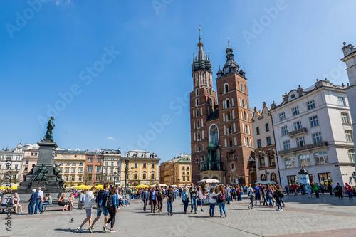 Photo  Basilique Sainte-Marie sur la Place Rynek Głowny à Cracovie