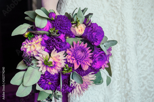 bridal bouquet in violet tones trend in 2018