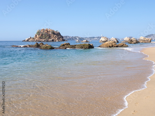 Fotografija  Beautiful exotic scenery of rocks at bay of ACAPULCO city in Mexico, Pacific Oce