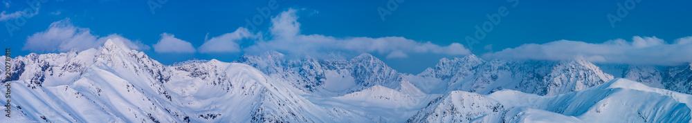 Zimowy wieczór w Tatrach, alpejski krajobraz Polski i Słowacji <span>plik: #202781811 | autor: tomeyk</span>