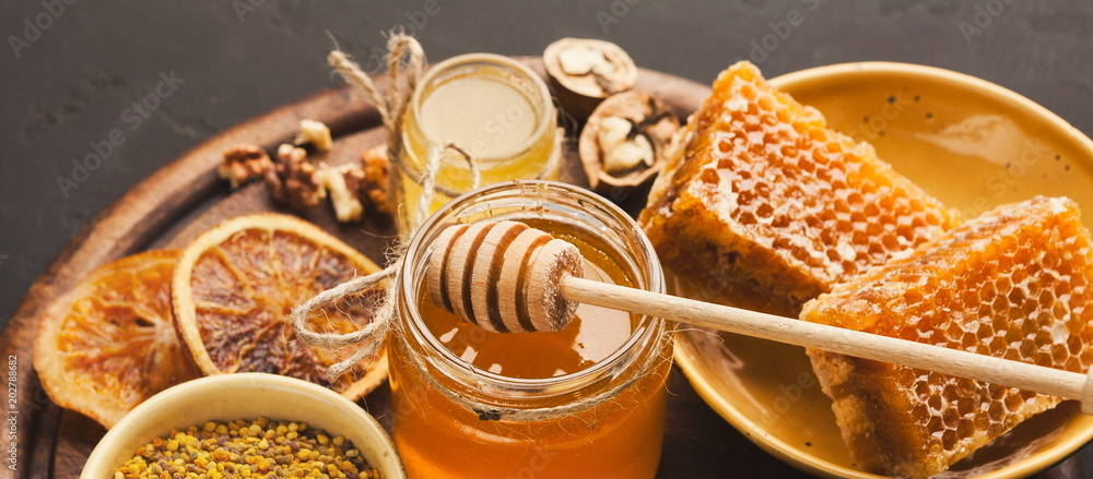 Fototapety, obrazy: Various types of honey on wooden platter, closeup