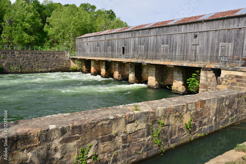 The Augusta canal at Augusta in Georgia . Wallpaper Mural