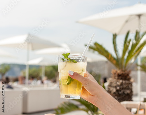 Photo  coctail glass in beach club