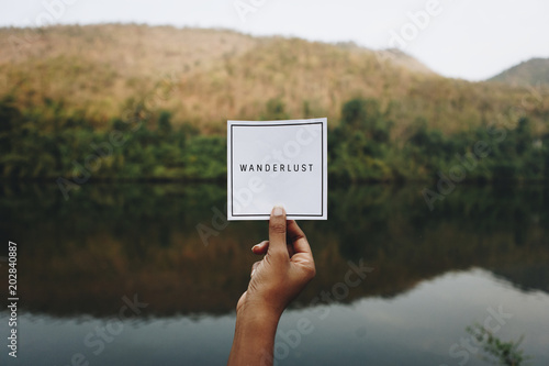 Obraz Hand with note, lake with hill in background - fototapety do salonu