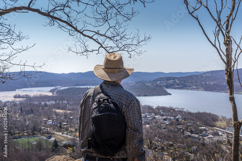 Fotografie, Obraz  Man overlook Hudson Valley from Bull Hill hiking trail near Cold Spring, NY