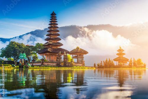 Montage in der Fensternische Bali pura ulun danu bratan temple