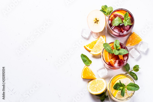Valokuva Sangria set on white.