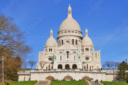 Fototapeta Basilique du Sacre Coeur (Basilica Sacre Coeur) on Montmartre in Paris, France