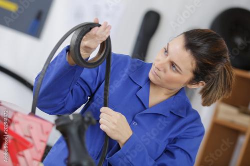 worker inspecting a rubber belt Fototapete