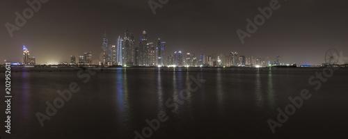 Skyscrapers of Dubai Marina at night Tablou Canvas