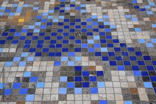 Pavimento di Piastrelle colorate – kaufen Sie dieses Foto und finden ...