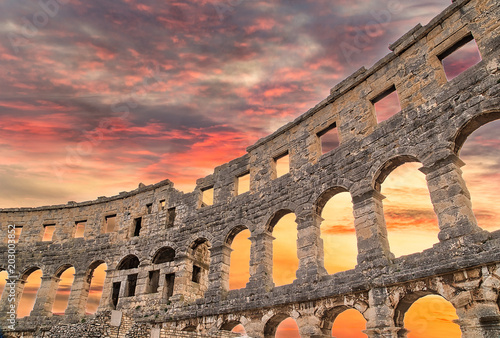 Canvas Print Roman amphitheatre similar to Colosseum